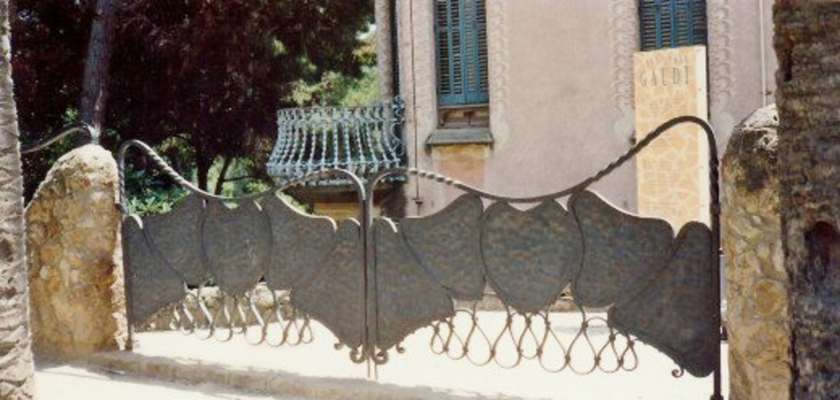 Iron gate in Güell Park