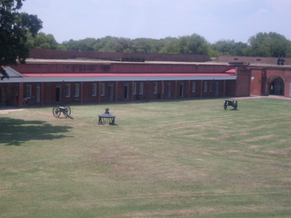 Picture of Ft Pulaski courtyard.