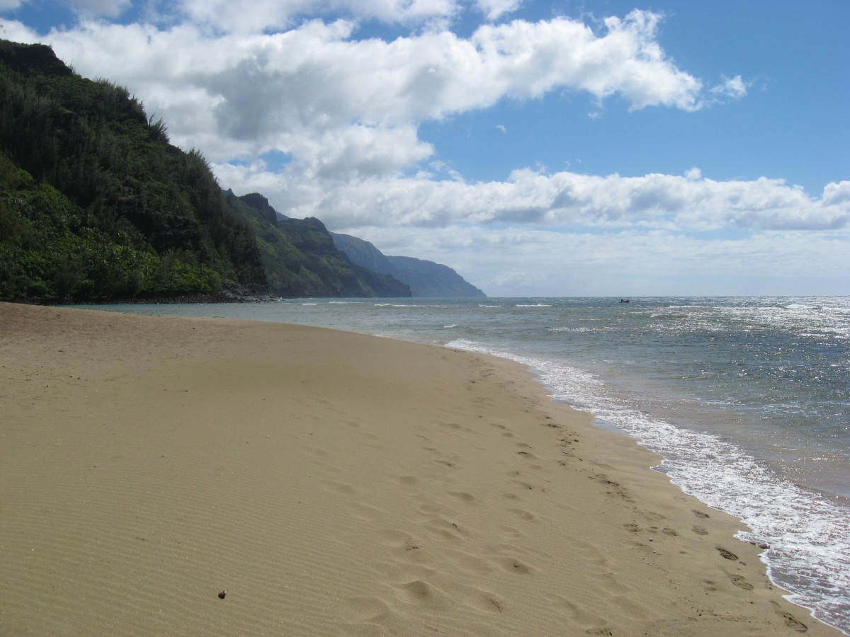 Ke'e Beach looking out to the Na Pali Coast