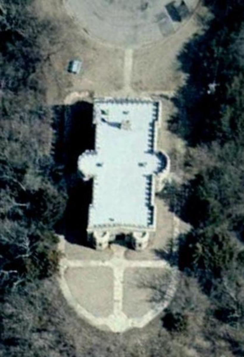 Oklahoma Castles: Close-up of the Wentz Castle as seen from satellite.  Images courtesy of Google.