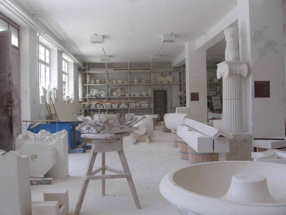 The Stone Mason's School, Pucisca