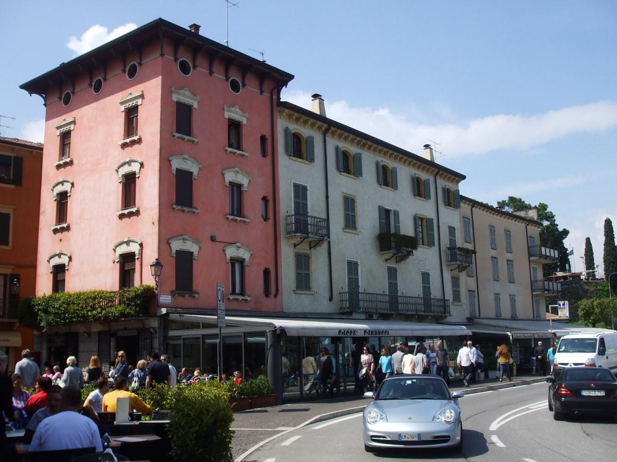 Bar Carducci on the Main Road