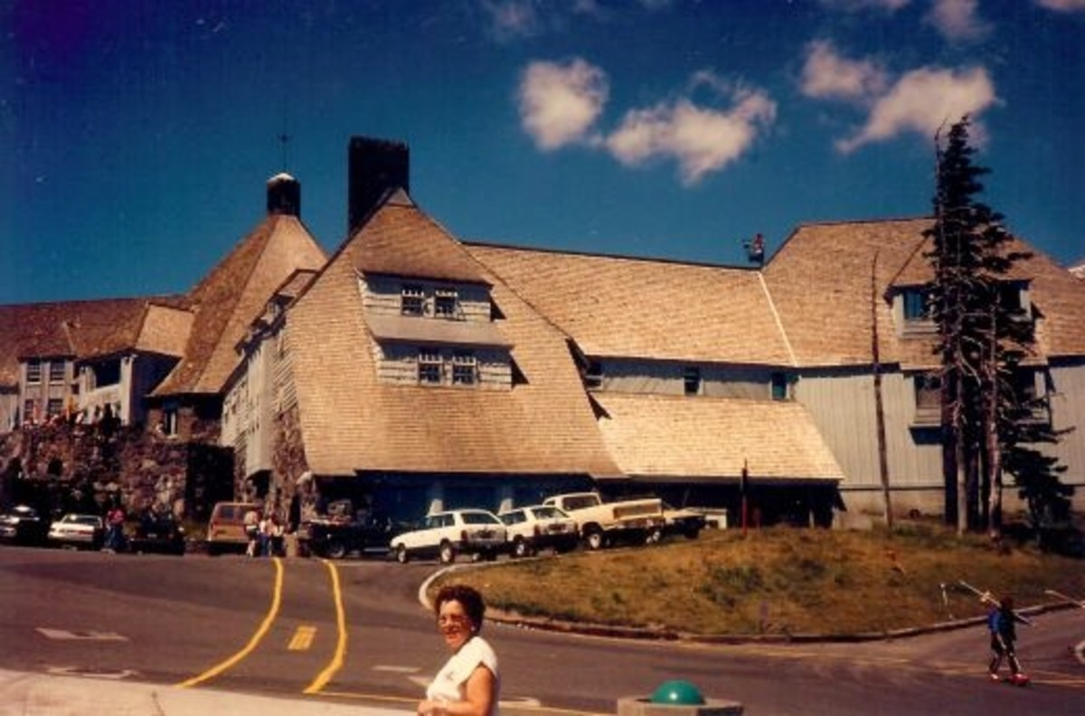 A last look at Timberline Lodge from the parking lot