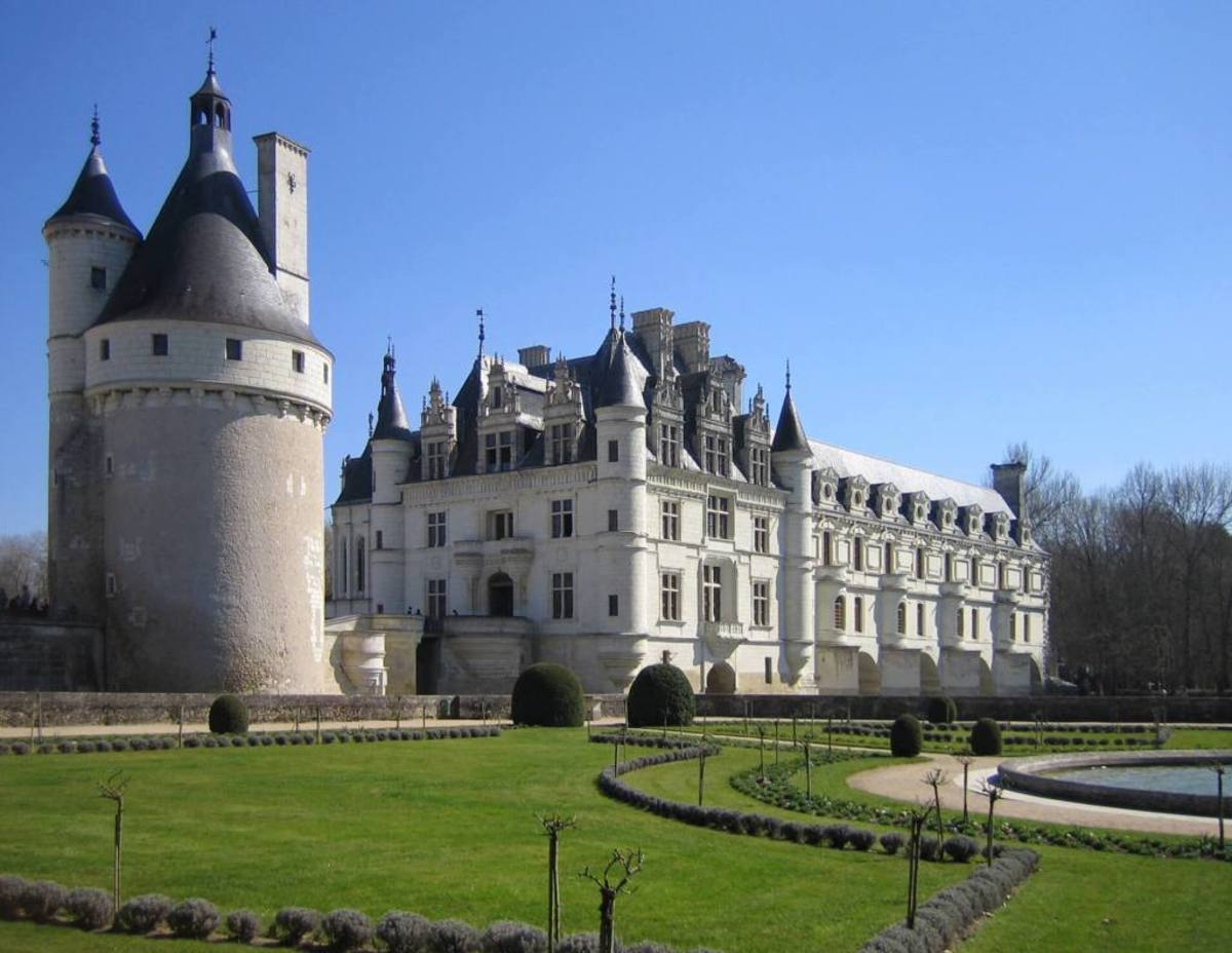 A view of chateau de chenonceau from the east