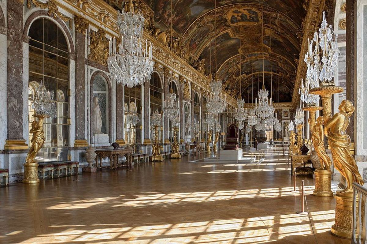 Versaille's Galerie des Glaces (Hall of Mirrors)