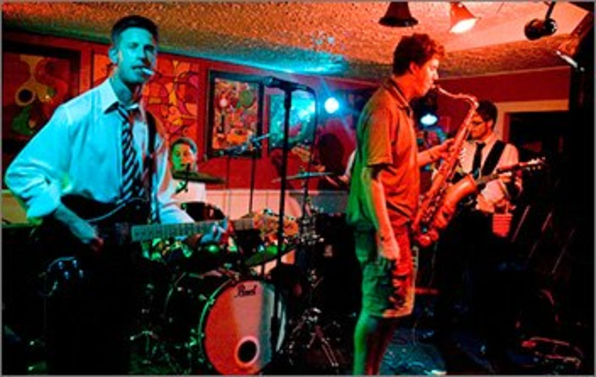 A hot band I saw in Green Bay at IQ's:  Shaker and the Egg