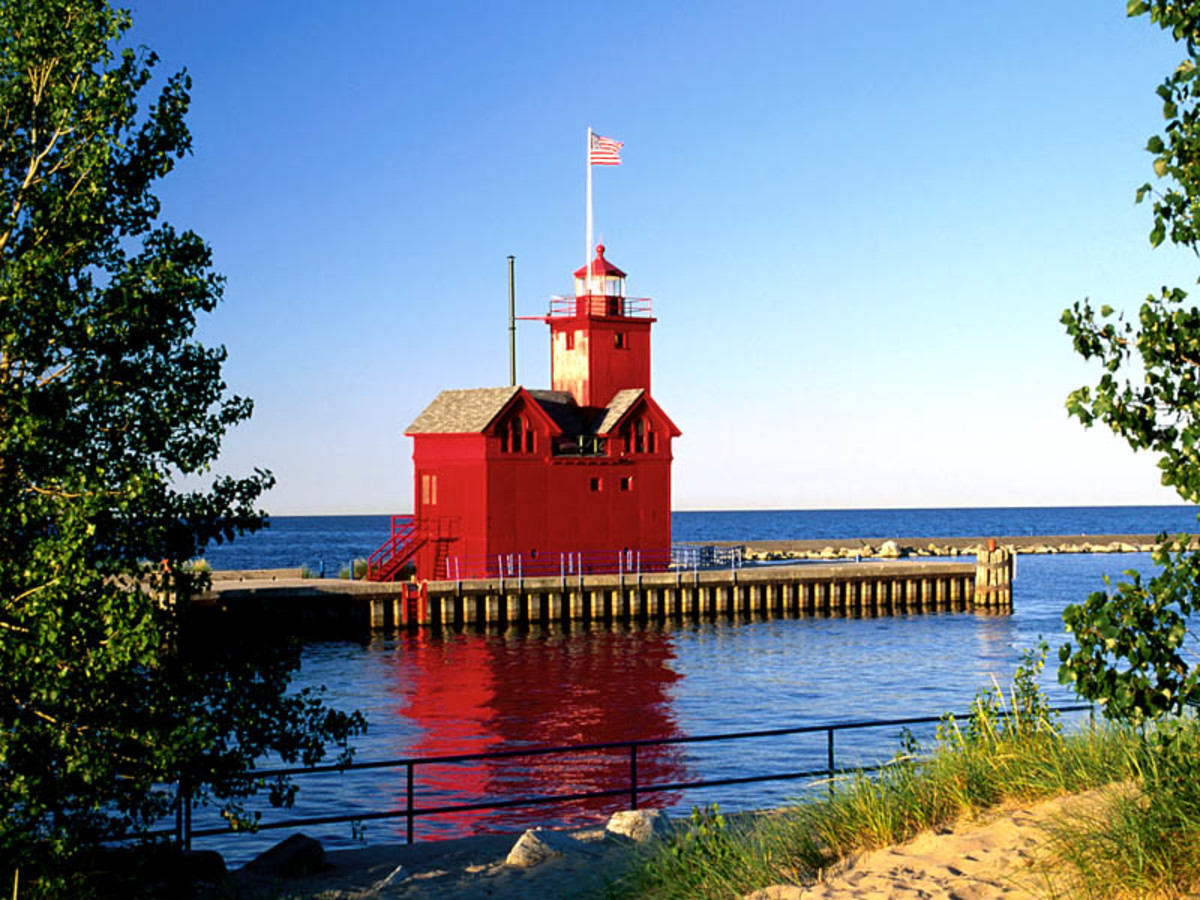 "Holland lighthouse (""Big Red"")"