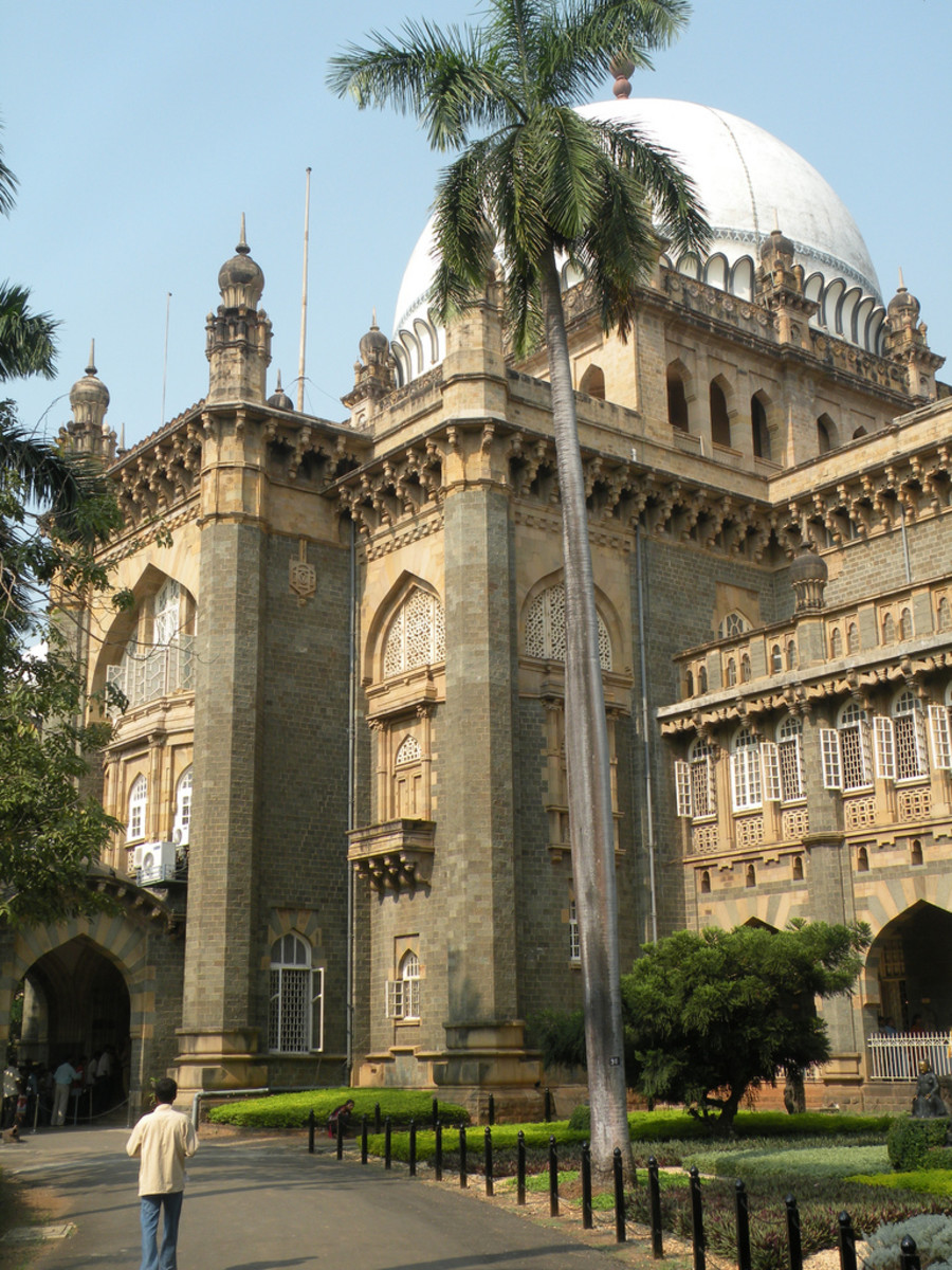 The museum is only one kilometer away from Gateway of India.