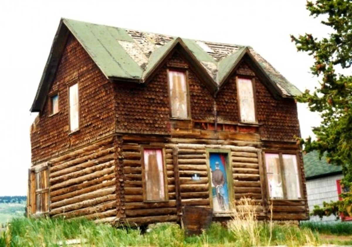 Note the painted door...Yes, there were houses of prostitution in Cripple Creek during the Gold Rush days!