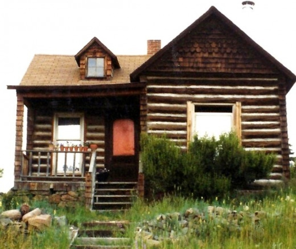 Log Cabin House in Cripple Creek
