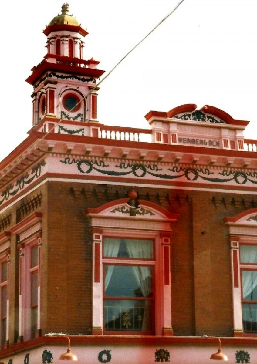 Top part of a fancy decorated building in Cripple Creek