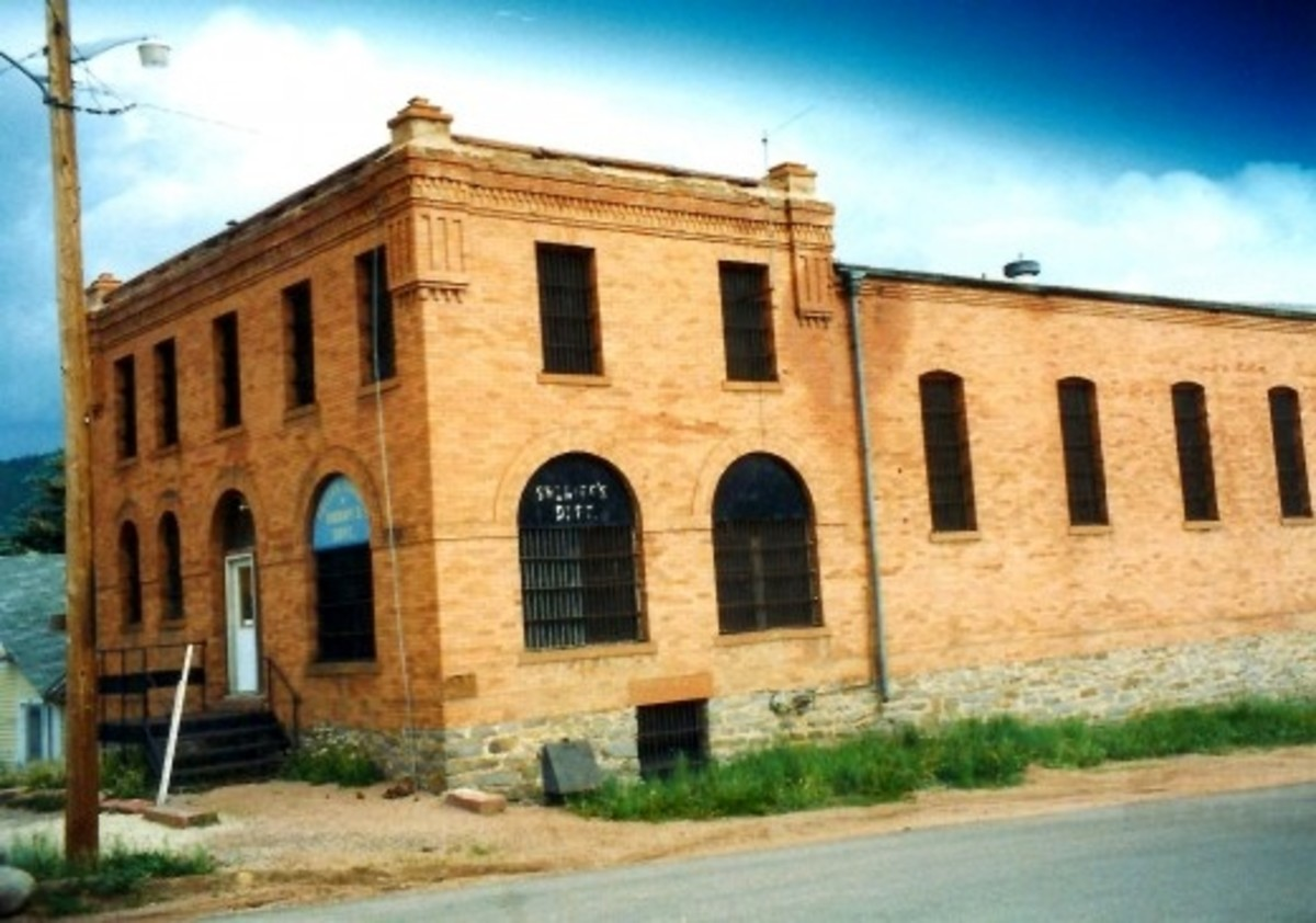 Sheriff's Department in Cripple Creek...note the bars on the windows!