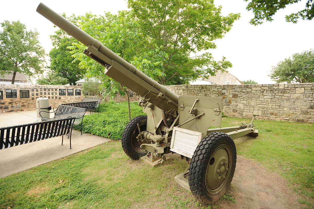 US 75 mm M2A2 Artillery Piece at Nimitz Museum