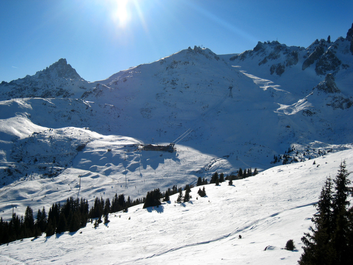 "The airplane scene featured before the credits in the film ""GoldenEye"" was filmed at Courchevel"