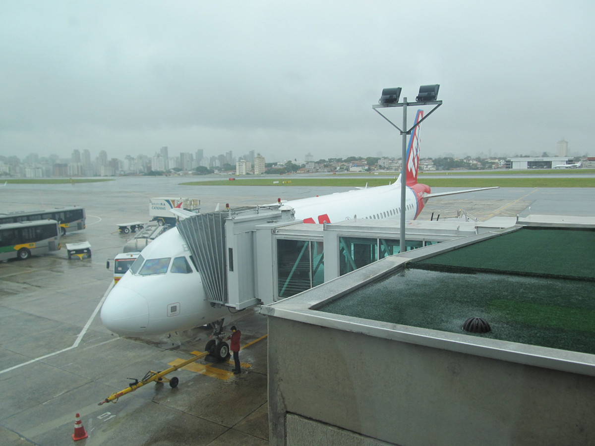 Slippery when wet! (Congonhas Airport)