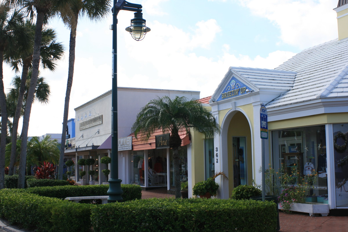 St. Armands Circle offers shopping and dining in a unique setting.