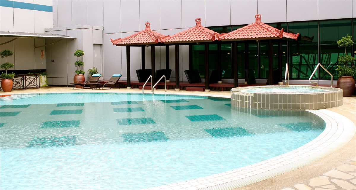 Changi Airport's roof top swimming pool