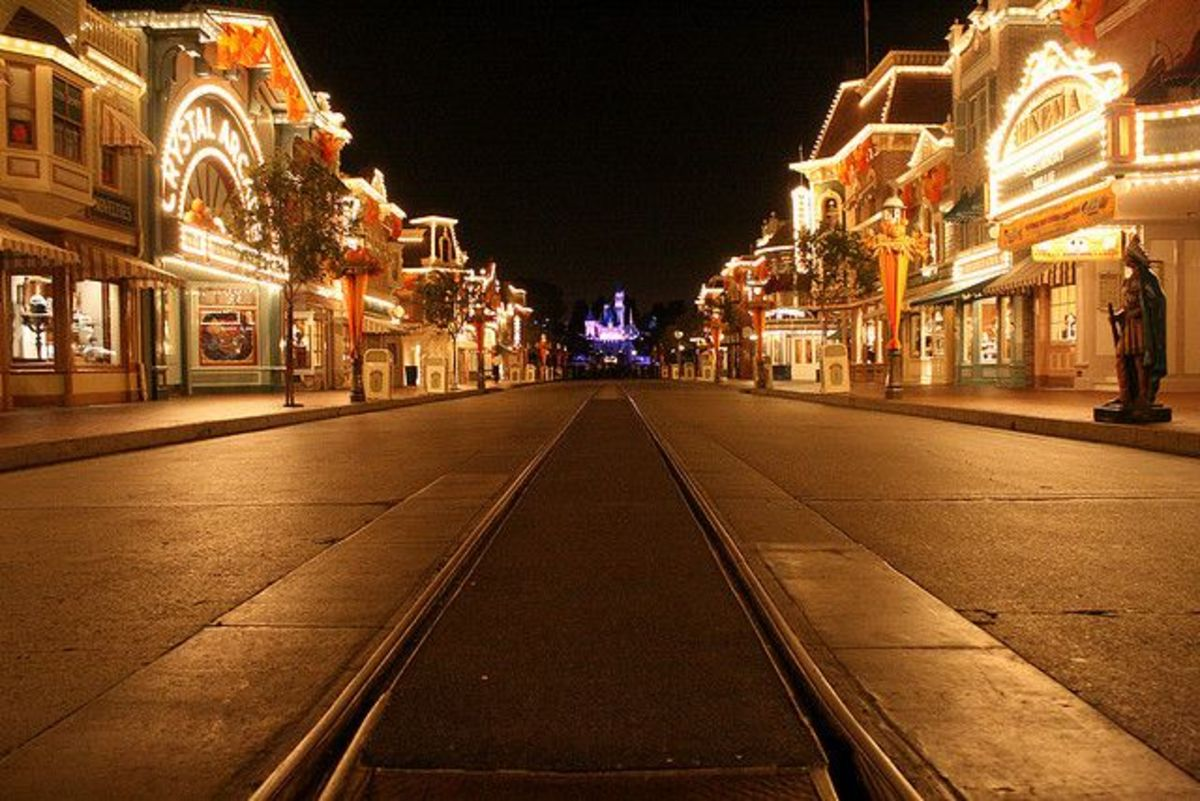 haunted-disneyland-ghosts-in-the-happiest-place-on-earth