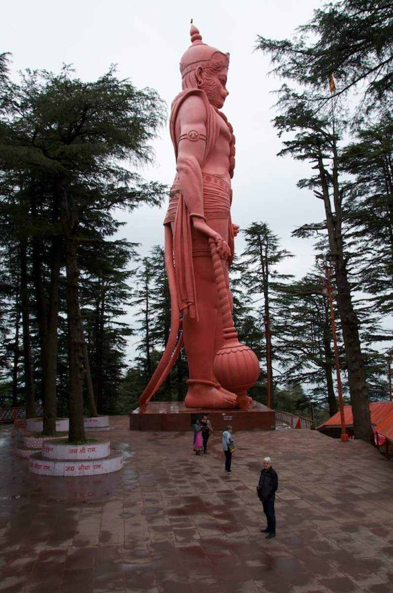 Statue at Jakhoo Temple