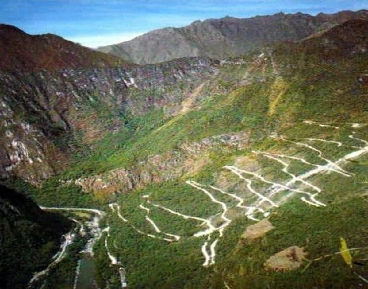 Iroha-zaka Road
