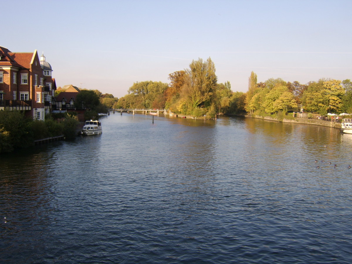 Looking upstream on the River Thames from Windsor Bridge