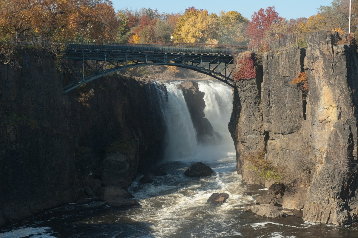 The pedestrian bridge over the Great Falls, viewed from the south overlook.