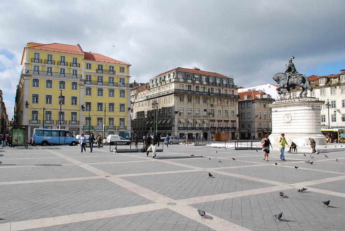 Downtown Lisbon - Baixa Pombalina - Praca da Figueira