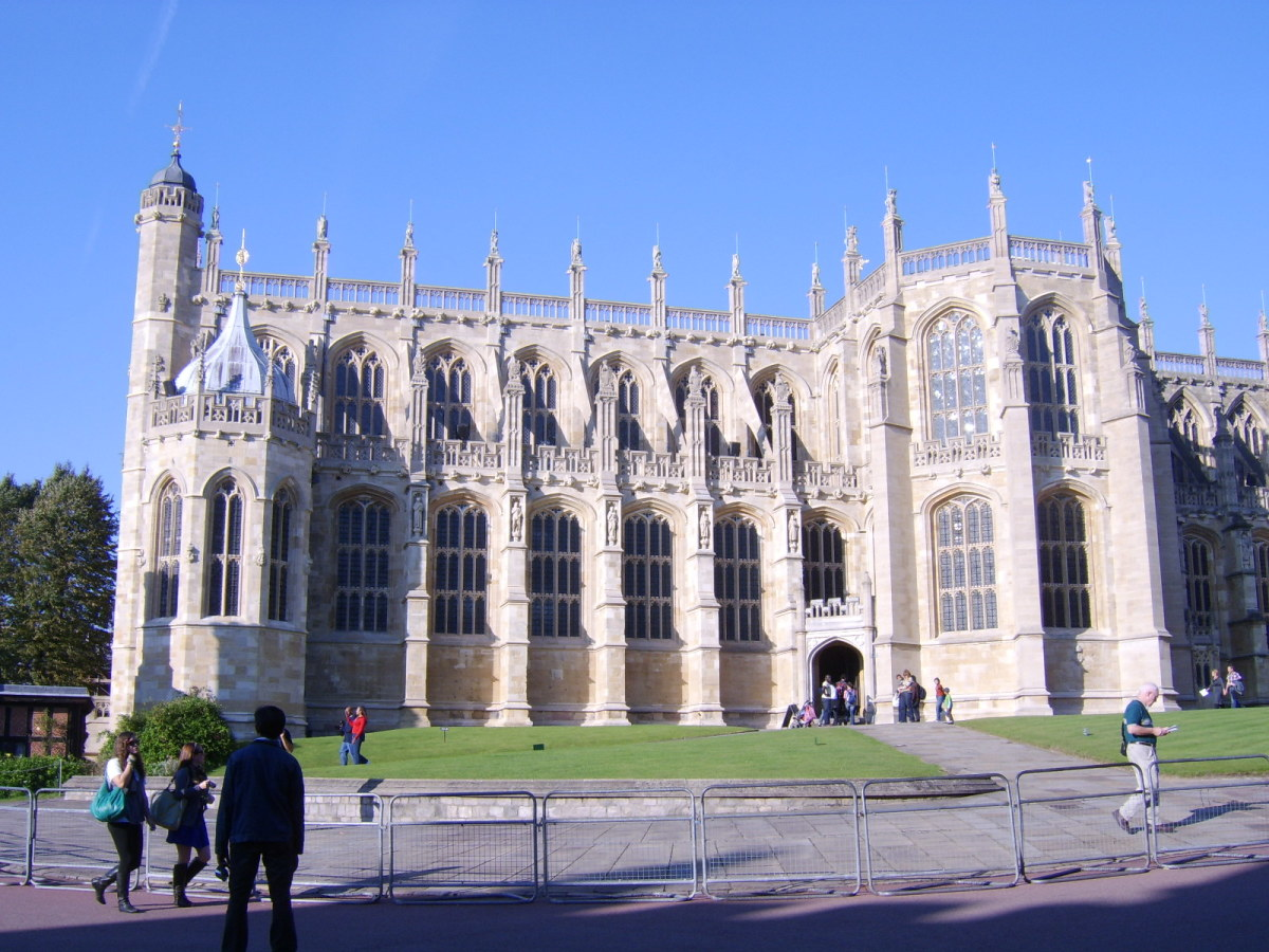 St George's Chapel in the Lower Ward of Windsor Castle continues to be a place of worship and also represents the final resting places of many former monarchs, including Henry VIII and George VI