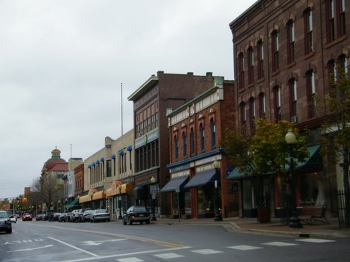 A Marquette downtown street scene