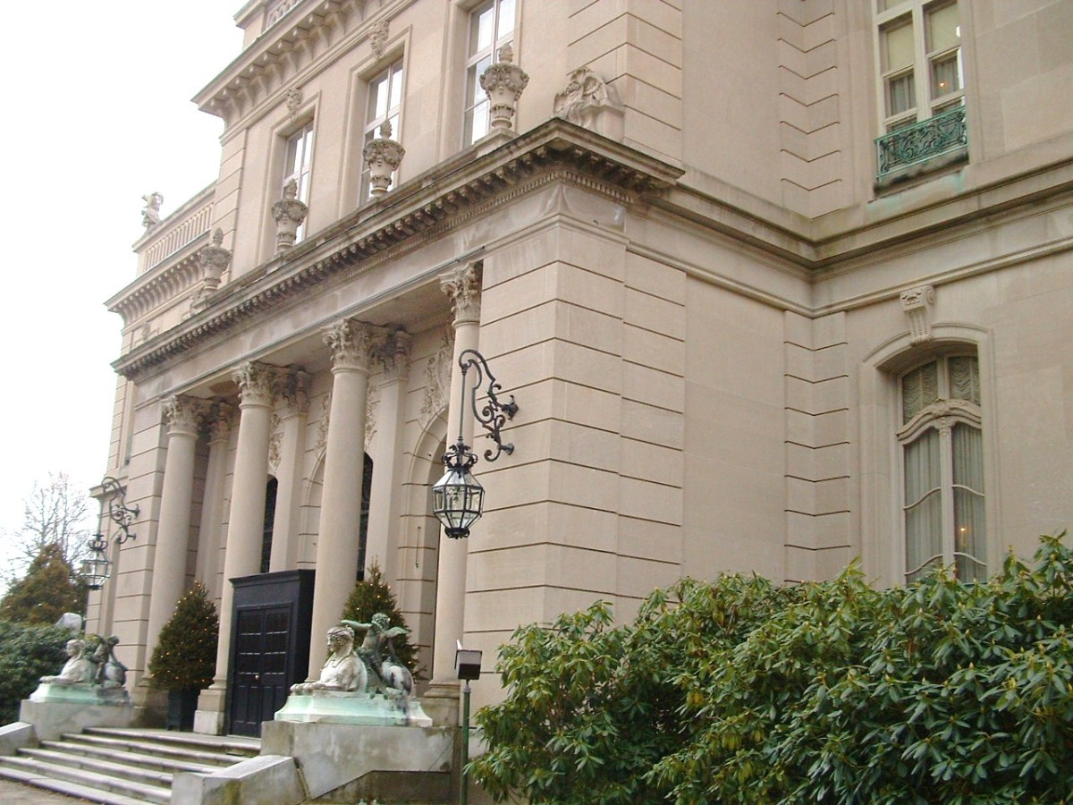 Front of The Elms. Note the marble sphinxes which flank the front entrance.