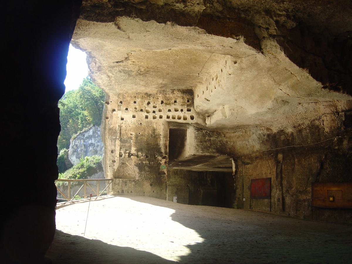 You can see the work of the artist, Max Mitau, inspired by the caves of Brantome