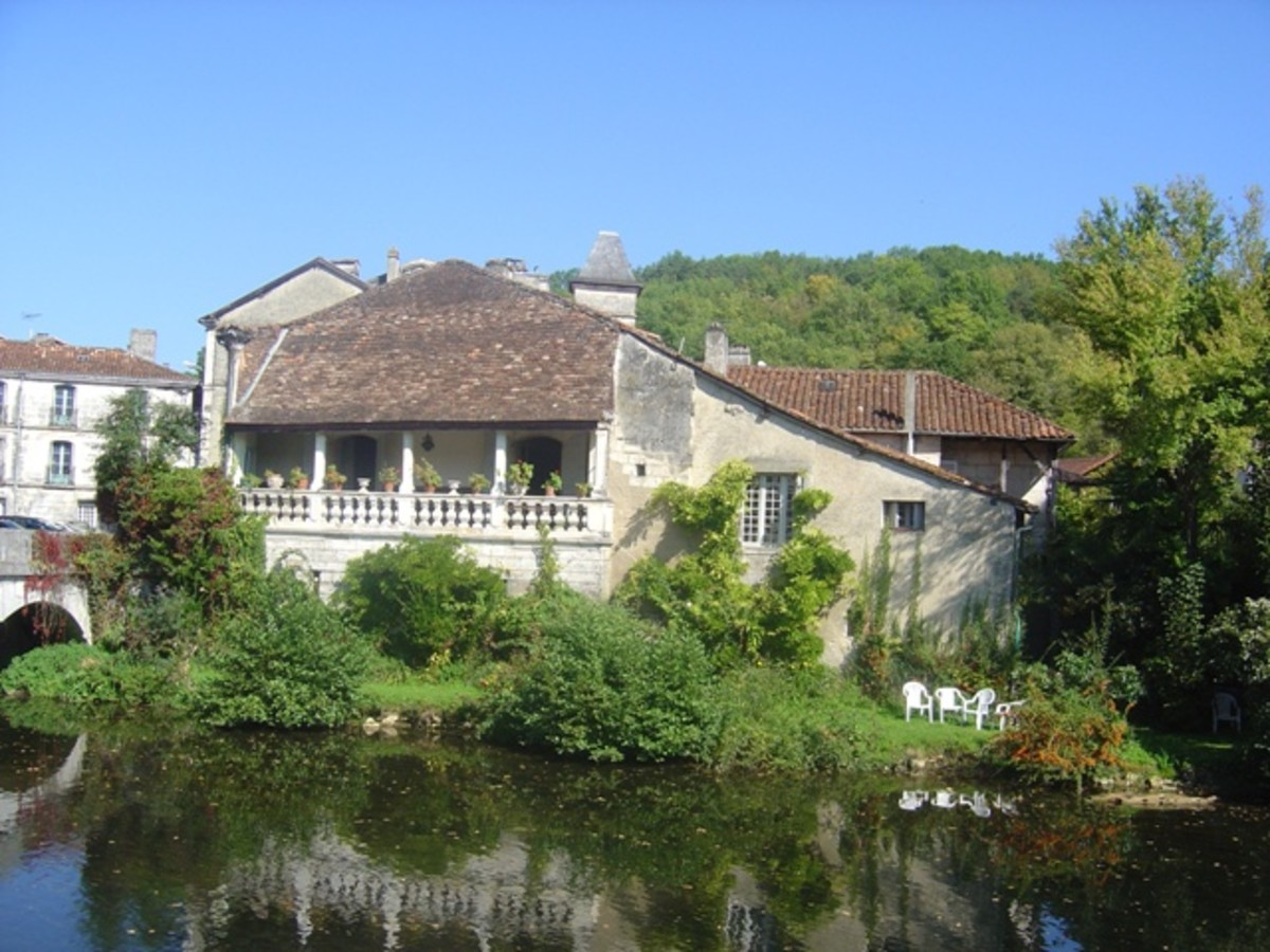 House with a loggia Brantome