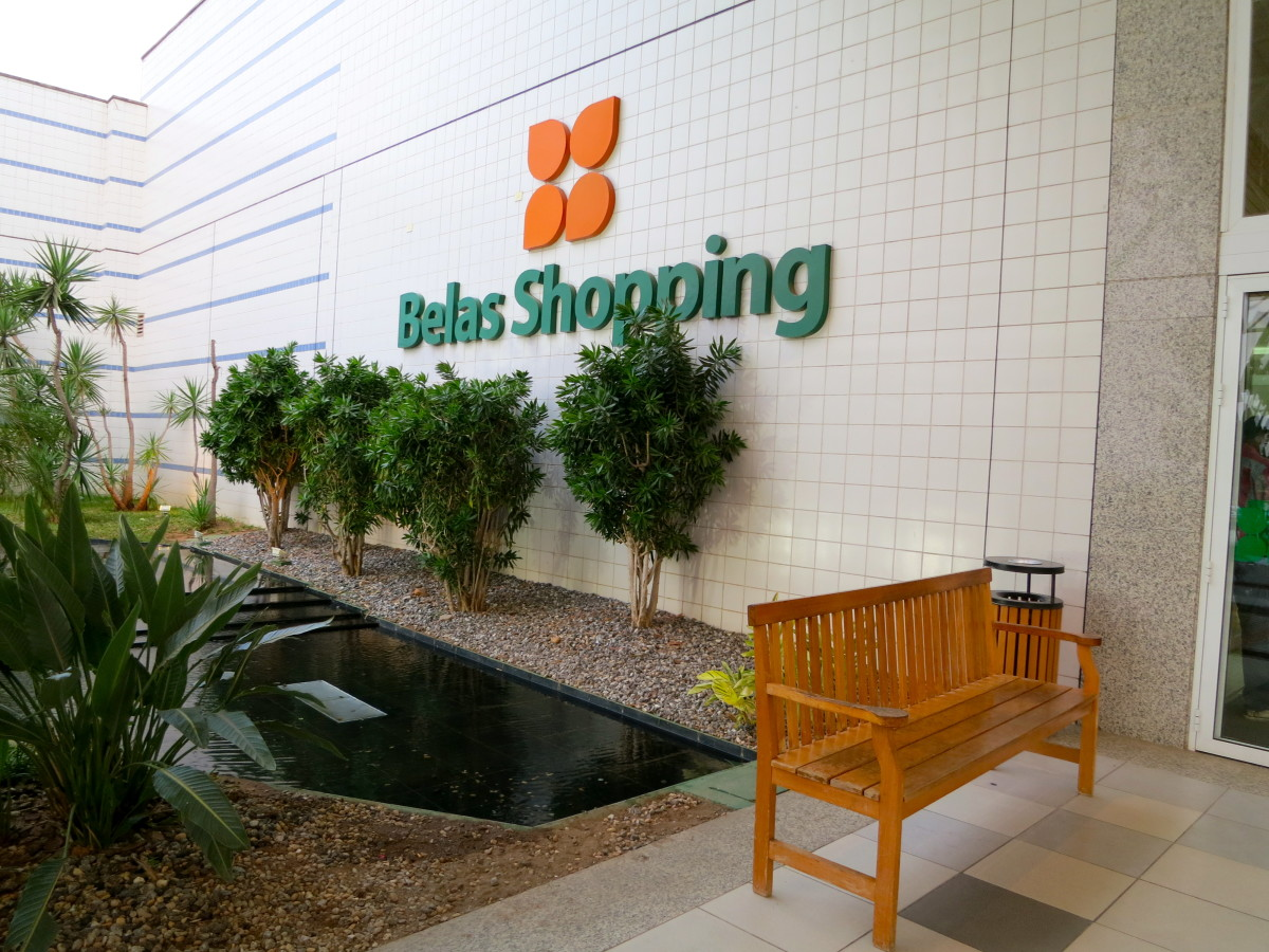 This is one of the entrances to Belas Shopping Center