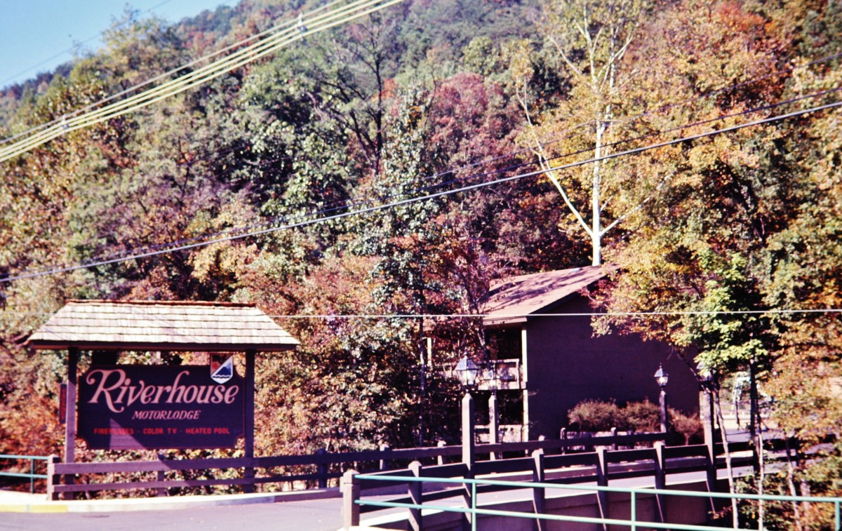 Pictures of great smoky mountains in fall gatlinburg for Motor lodge gatlinburg tn