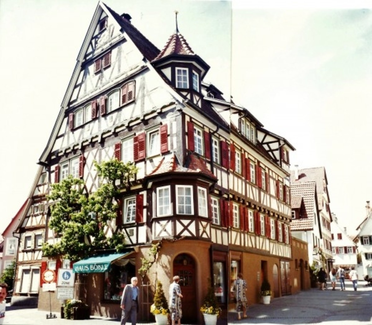 Two photos pieced together showing cross or half-timbered houses in Herrenberg
