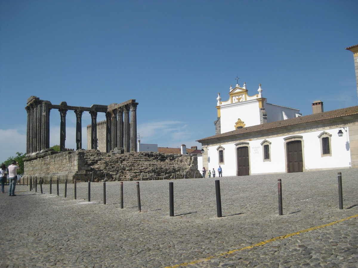 Roman temple in Evora to the left and a museum to the right