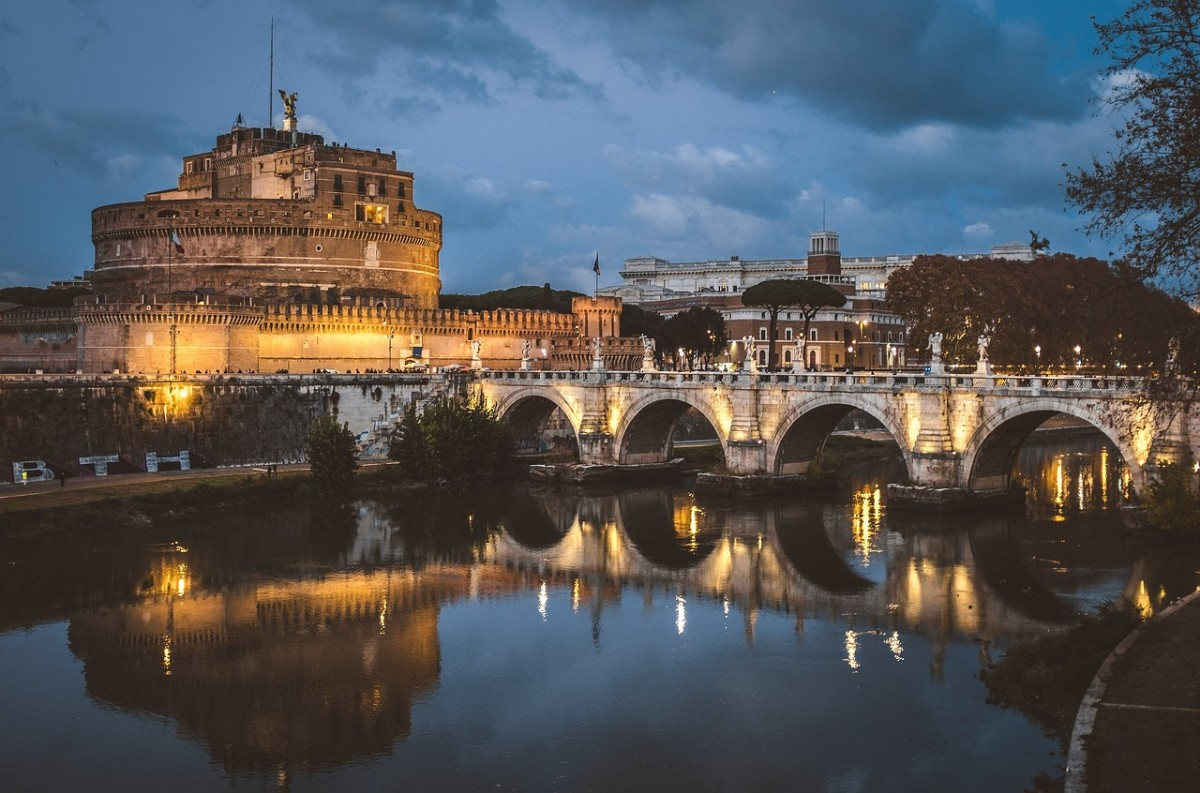 Rome, Castel Sant'Angelo, night view