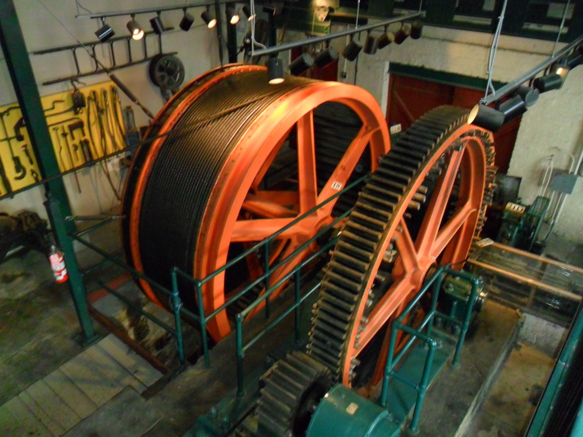 Motors, drums, and gears in the Duquesne Incline Motor House.