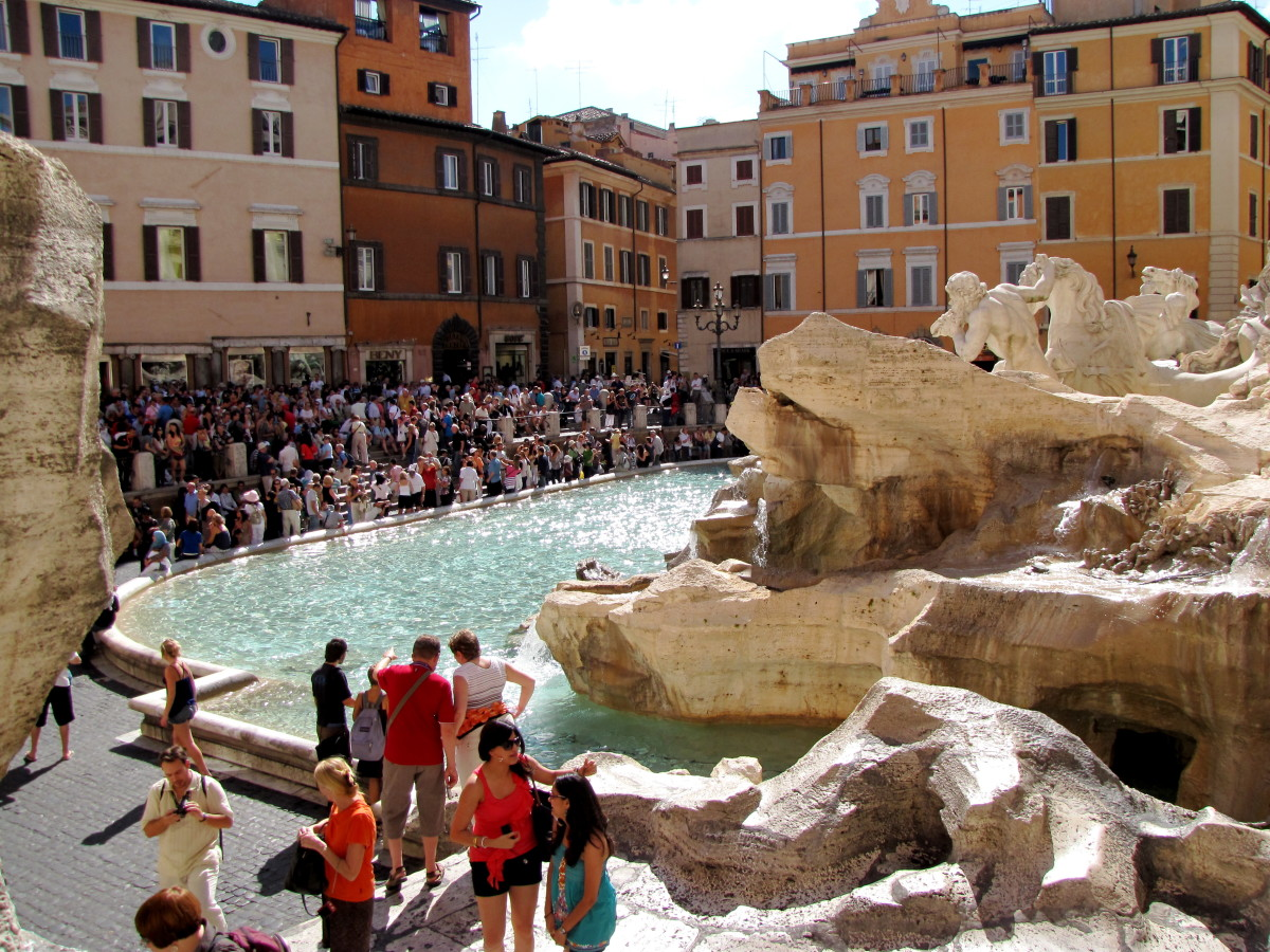 The Piazza di Trevi can be a crowded place.