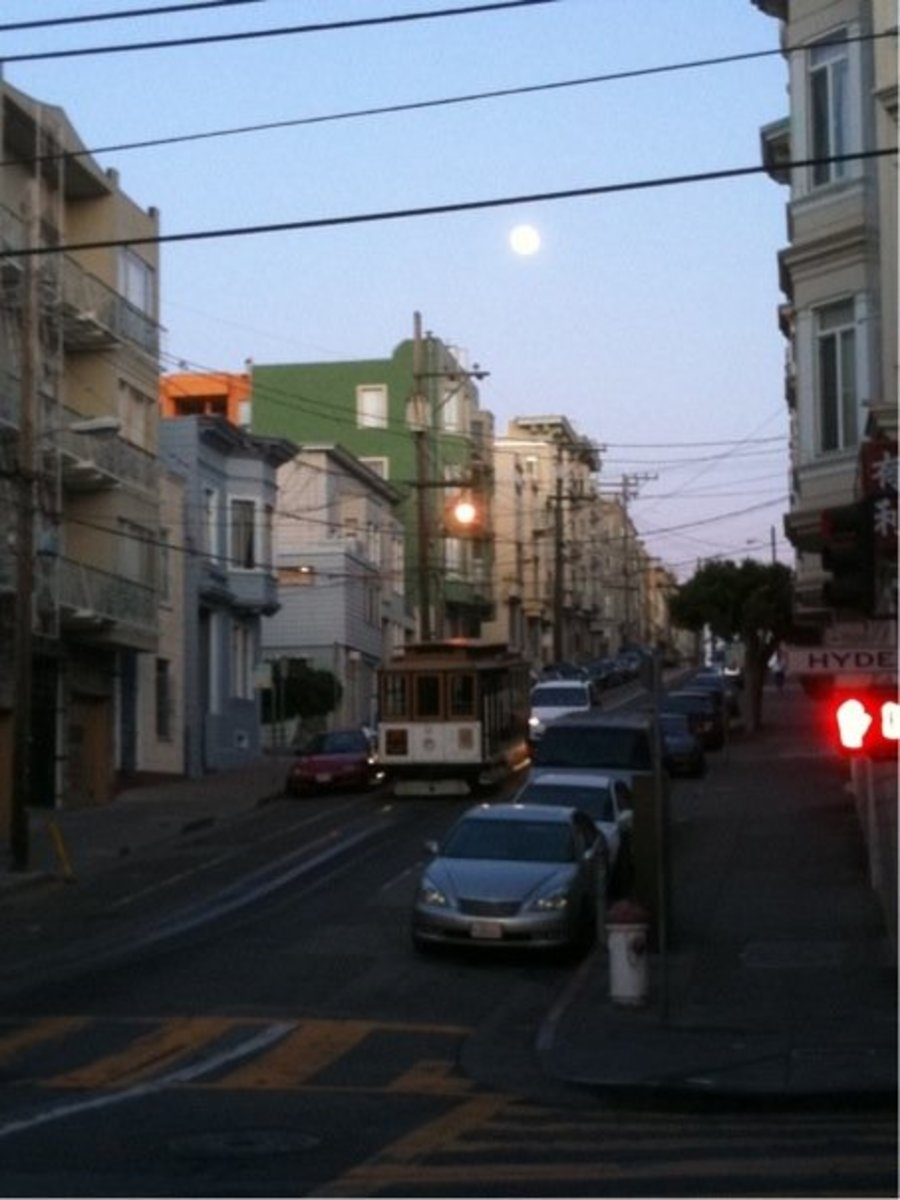 The Hyde Street cable car at dusk in Russian Hill.