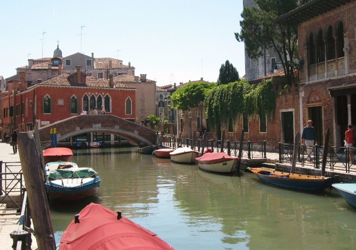 Venice, Canal - Venice is full of hidden gems. Learn how to avoid the tourist traps and discover the best the Italian city has to offer.