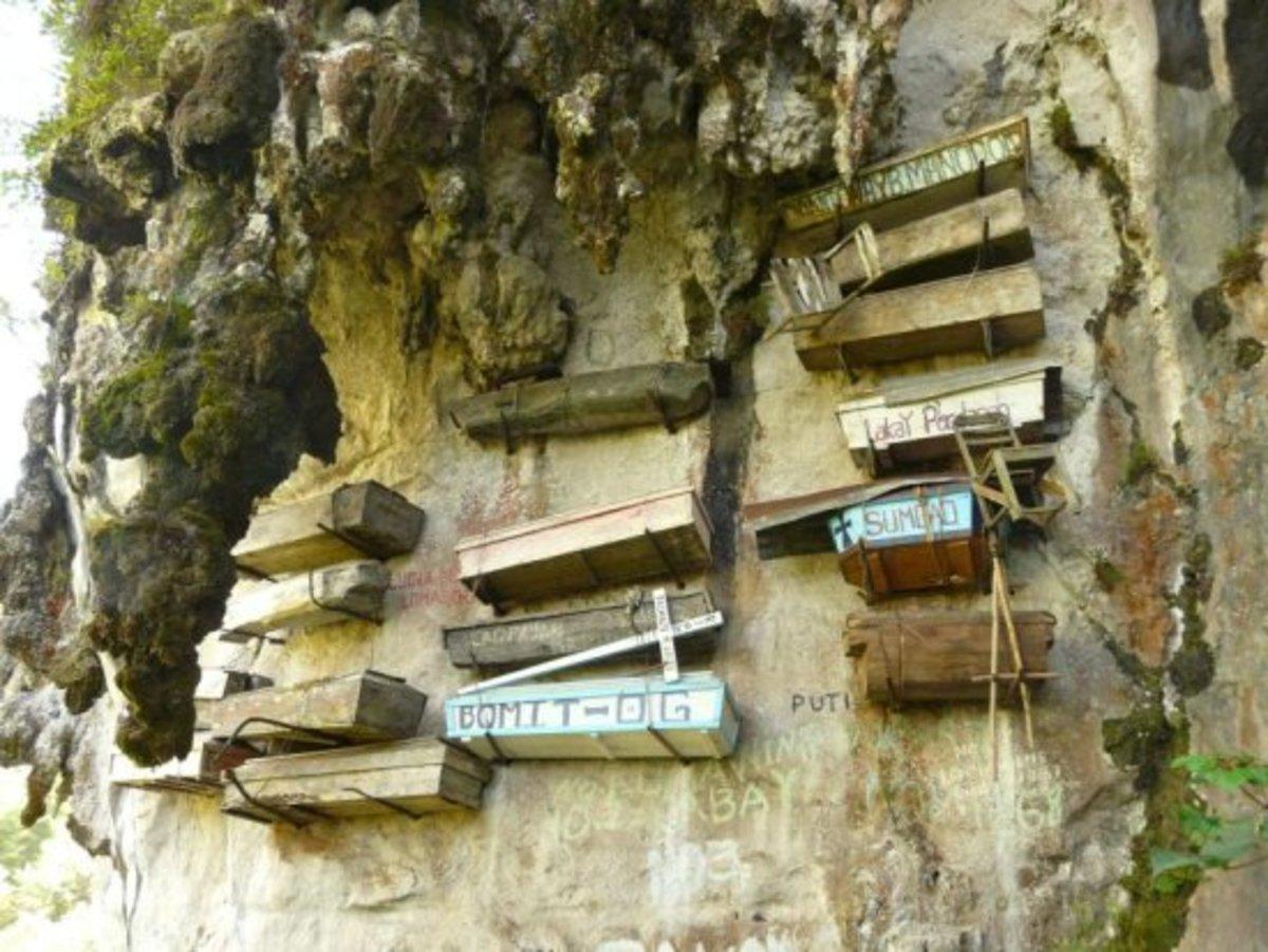 Sagada: Hanging coffins.