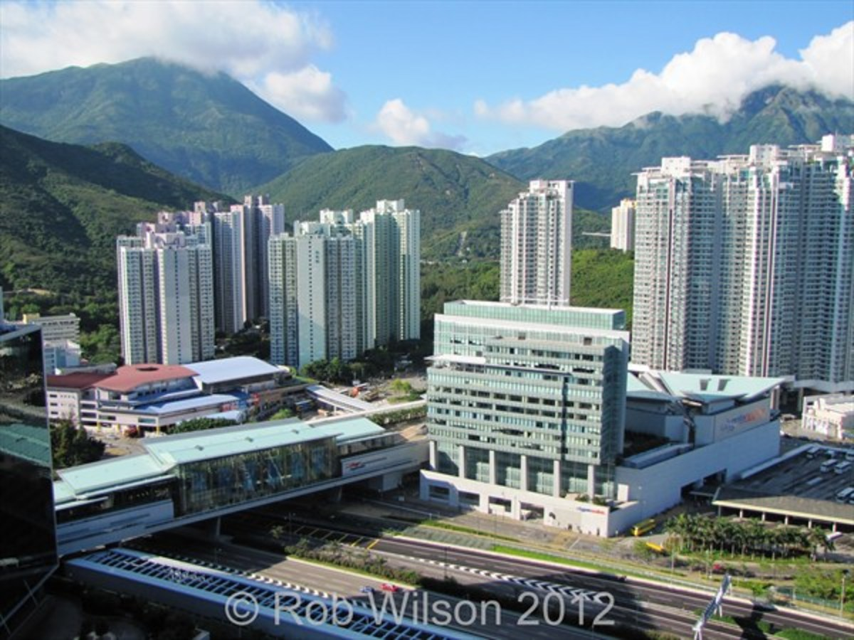 Fu Tung estate (left), Citygate Outlet mall (middle) and Tung Chung Crescent (right)