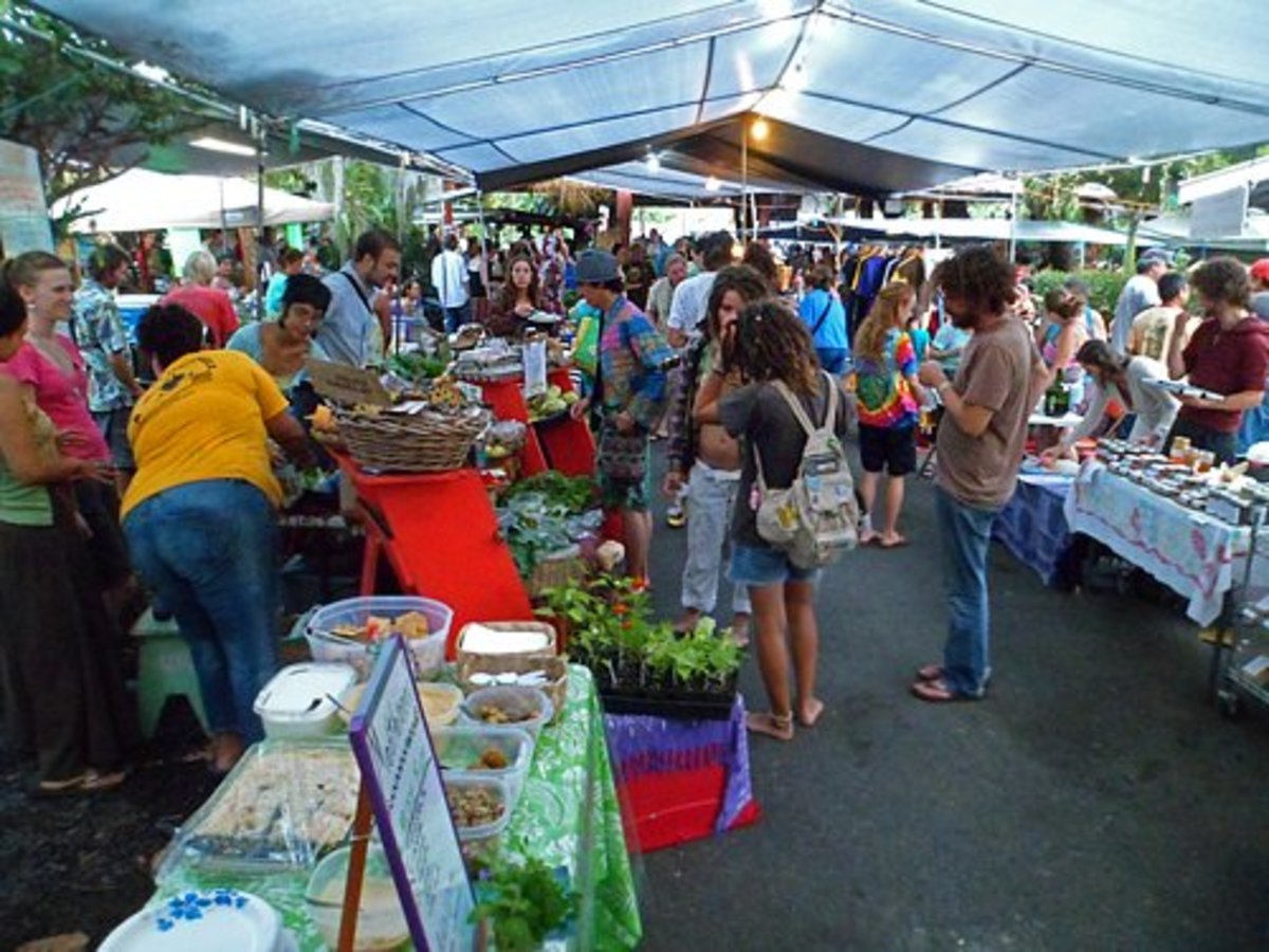 There are many delicious treats offered at the night farmers' market.