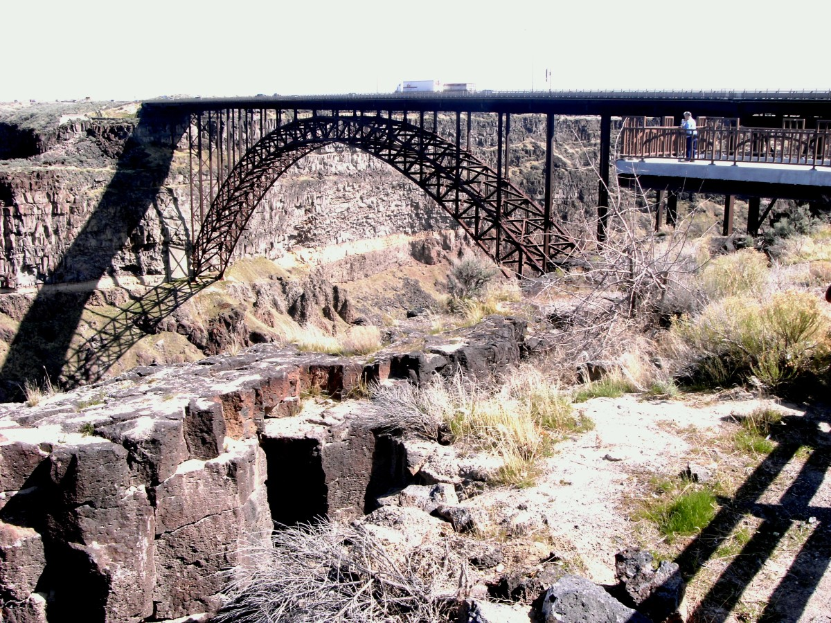 Perrine bridge, crossing the Snake River Canyon .