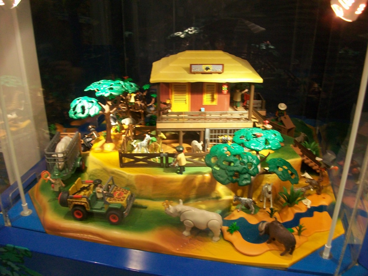 The models under glass show you how nice Playmobil can look when grown-ups play with them and don't let kids touch them.
