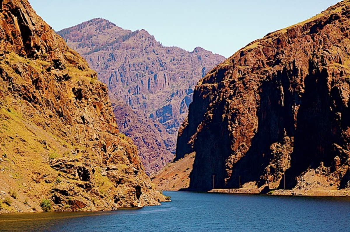 Some of the extreme depth of Hells Canyon is the result of the Bonneville Flood.