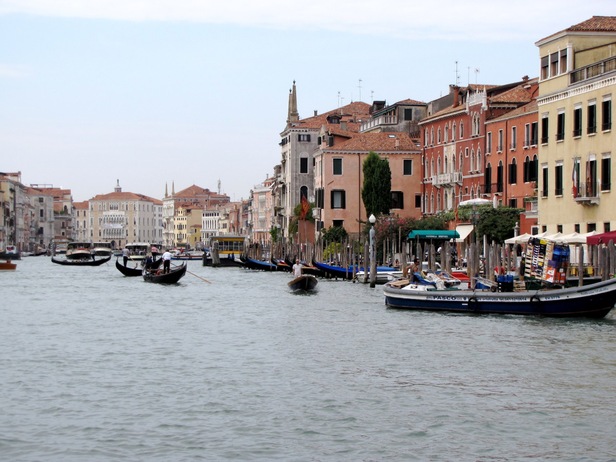 All kinds of boats patrol the Grand Canal