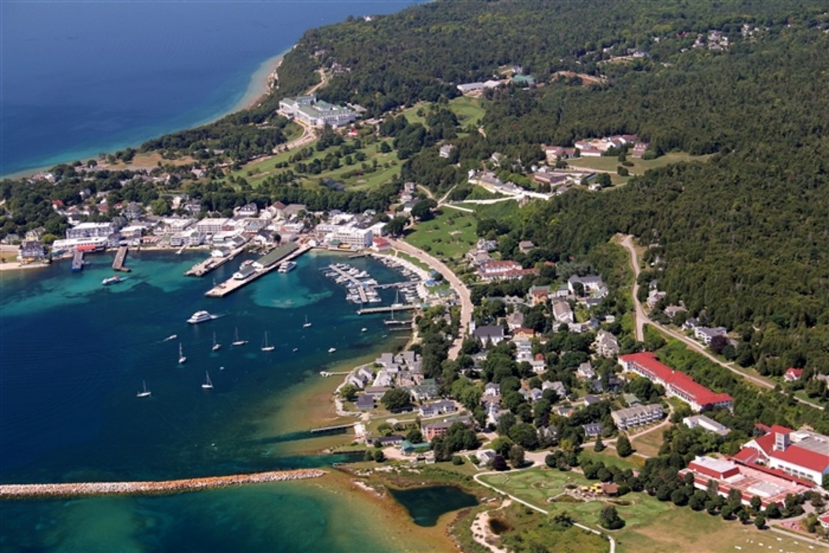 Birds eye view of Mackinac Island harbor