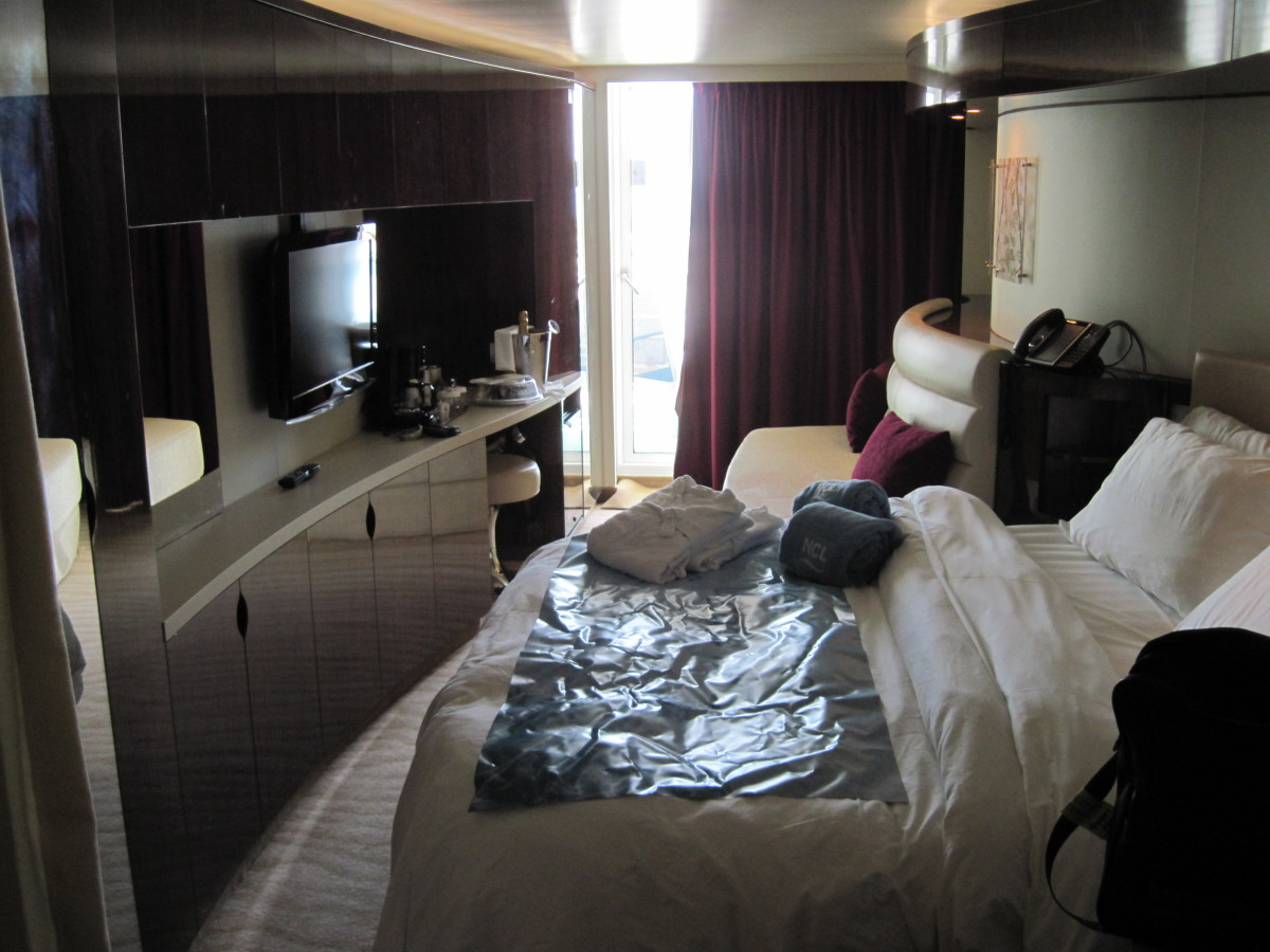 Our room with curved walls on the Norwegian Epic